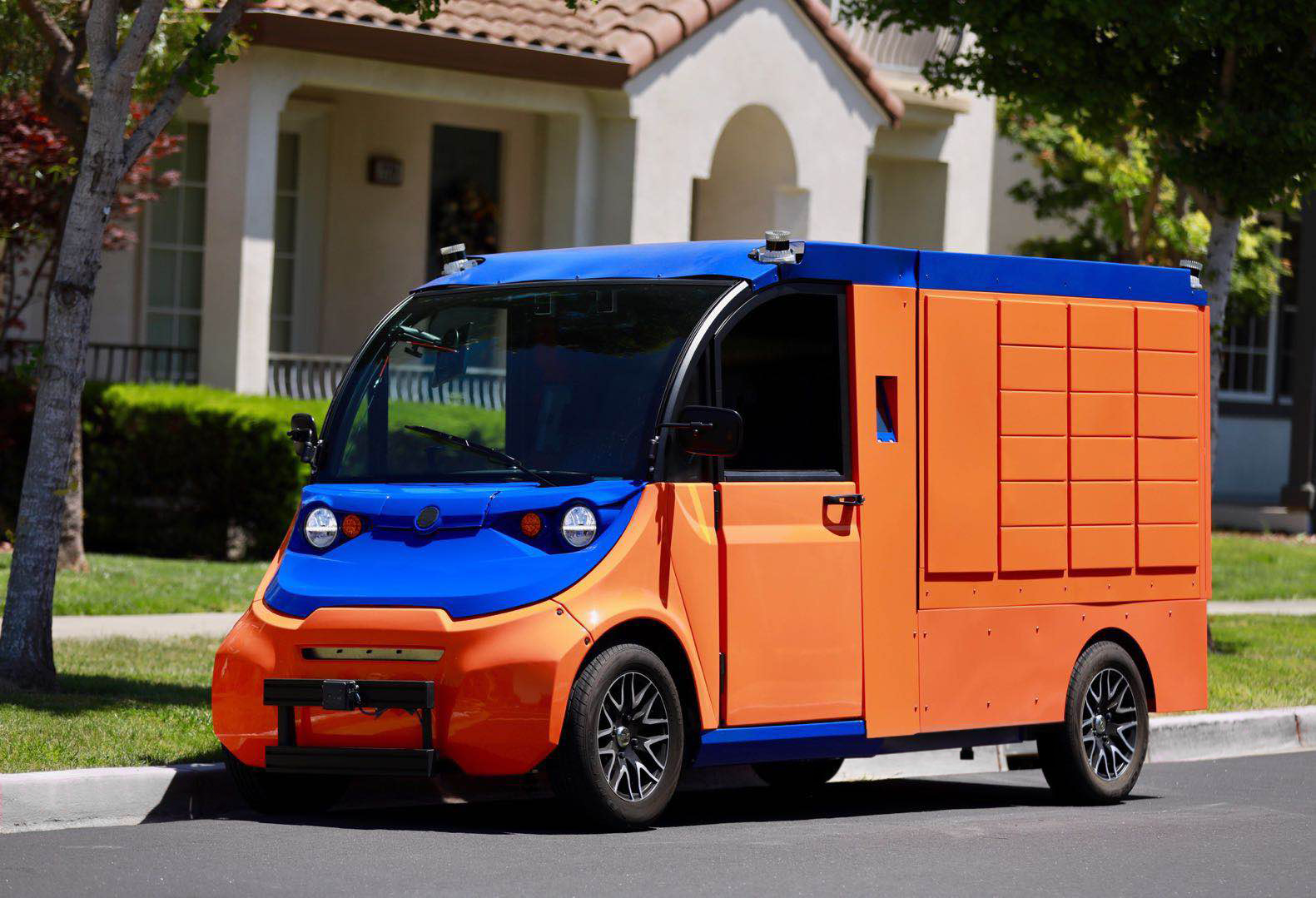 Boxbot self-driving parcel delivery vehicle